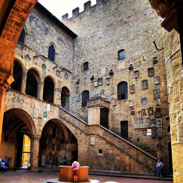 Museo Del Bargello.Museo Del Bargello A Firenze Storia Opere E Info Utili